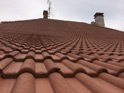 Tuiles béton-ciment rénovées avec RENOVcolor. Teinte : vieilles tuiles